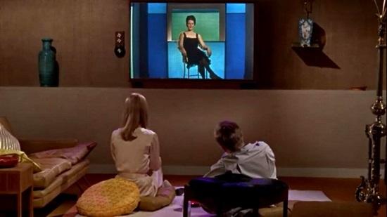 EL PUEBLO, ADORMECIDO POR LAS IRRELEVANTES EMISIONES DE TELEVISIÓN DEL GOBIERNO