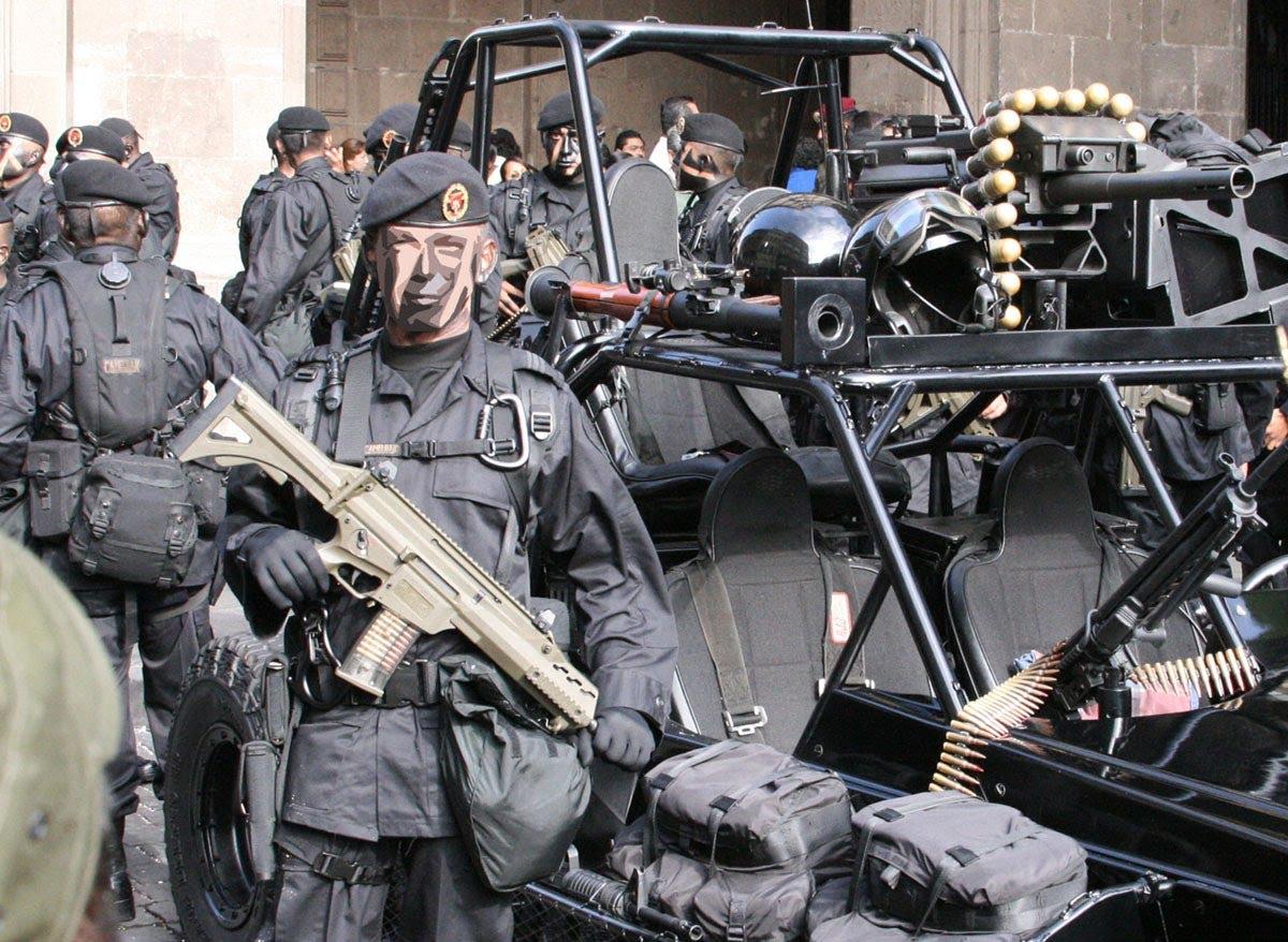 Ya son 300 Militares encabronados de Élite que buscan a hijos del Chapo Guzmán