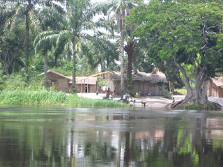 Un village de Mossaka sur l'Alima, Congo