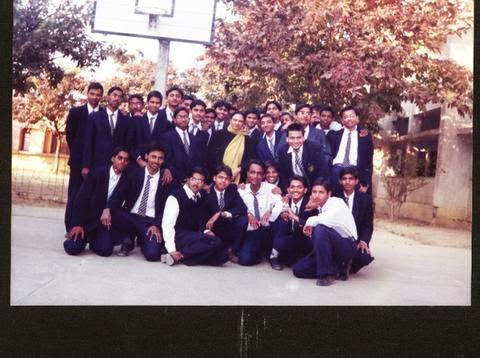 DAV Shyamili Section M, class pic, 2001