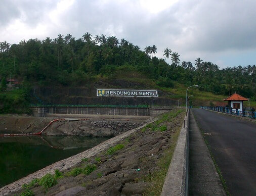 The reservoir too the dam operate to serve the needs of H2O for irrigation inward Jembrana Rege BaliBeaches: Benel Reservoir Bali