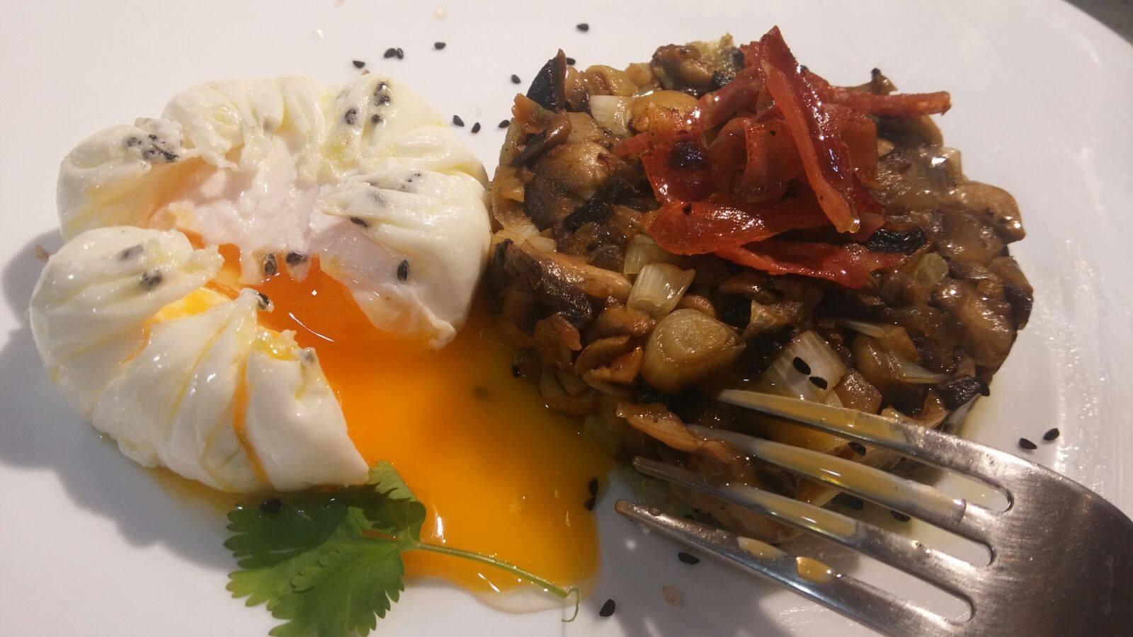 Cocinar sin miedo timbal de champi ones con ajetes huevo for 3 cocinar un huevo sin fuego