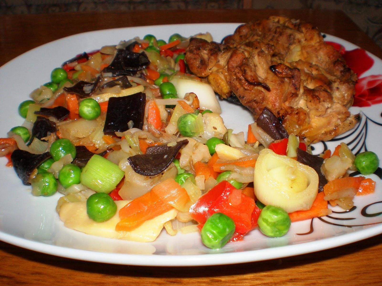 Pui fript și legume în stil oriental