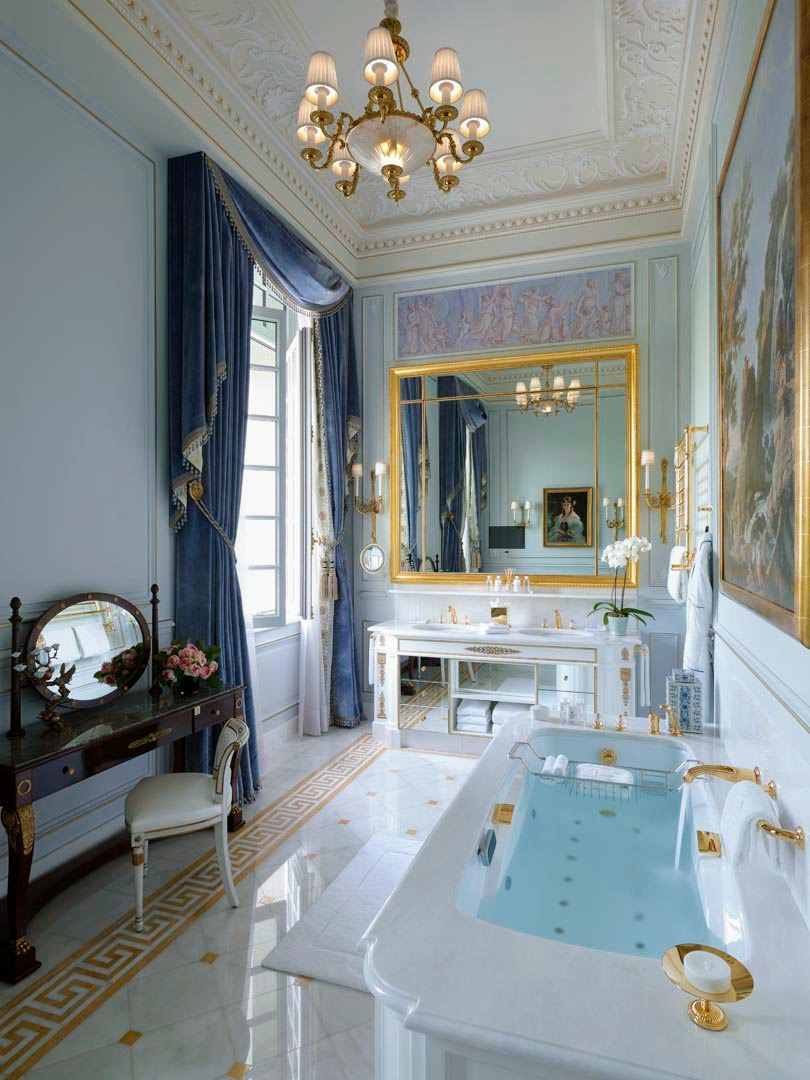 Royal luxury : What a beautiful princely bathroom! Hotel Shangri-La Paris