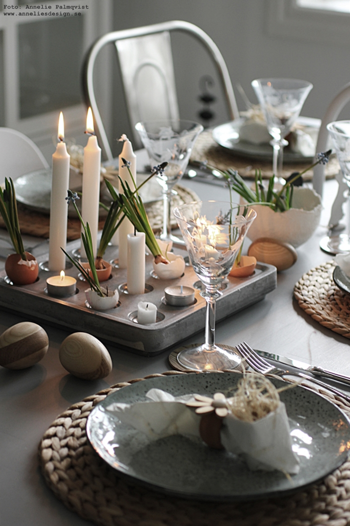 annelies design, webbutik, webshop, nätbutik, nettbutikk, påsk, påskdukning, dukning, bordsdukning, påsken 2017, tablesetting, easter, kanin, stumpastake, äggskal, ägg, påskpynt, dekoration, stumpastaken, ljusstake, ljusstakar, kök, köket, matplats, matsal, servetter, servettvikning som en påskhare, hare, kaniner, kanin, vårlökar, blommor, blomma