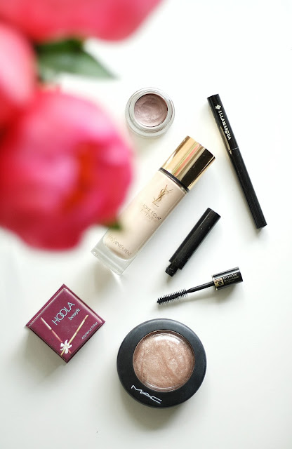 Leanne Marie Daily makeup bag blogger