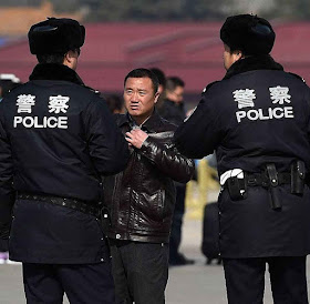 As associações civis agora ficarão sob o controle e administração da polícia.
