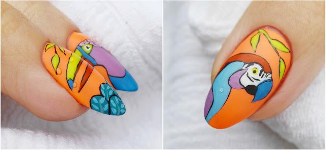 papuga na paznokciach