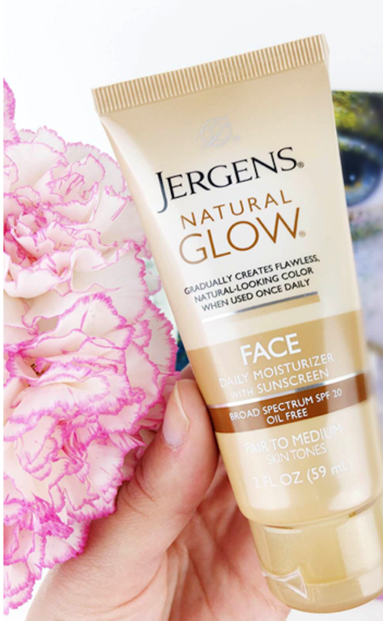 Jergens® Natural Glow®, Jergens, natural glow, face moisturizer, Jergens® Natural Glow® Daily Moisturizer, Jergens, Jergens glow products, daily moisturizer, #glowwithjergens, how to glow this summer, glowing products, natural glow, Jergens glow, glowing with Jergens, body lotion, body moisturizer, facial moisturizer
