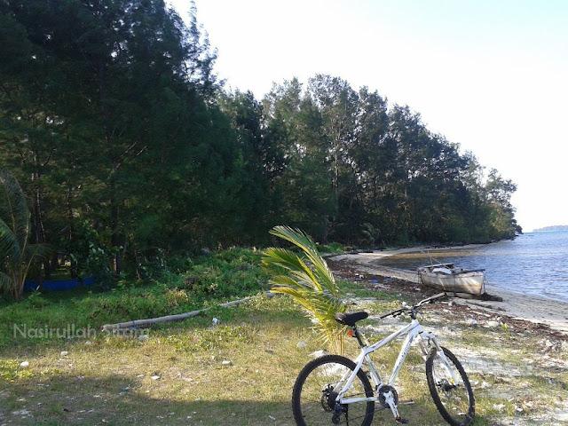 Pantai Pohon Cemara, Kemujan