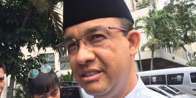 Banjir, Anies Bakal Gusur Rumah Warga Bantaran Kali di Jati Padang