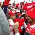Com grande festa da torcida, Guerrero desembarca em Porto Alegre