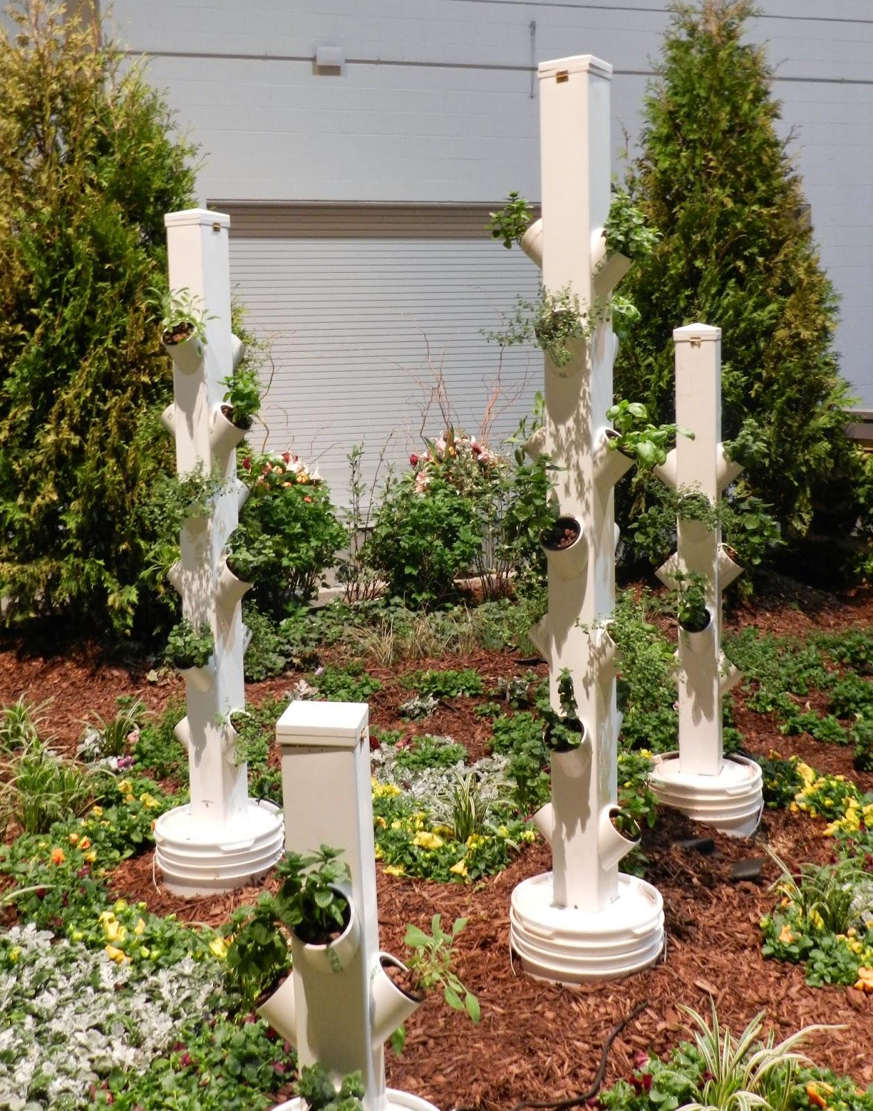 Prairie rose 39 s garden chicago flower and garden show for Cj garden designs
