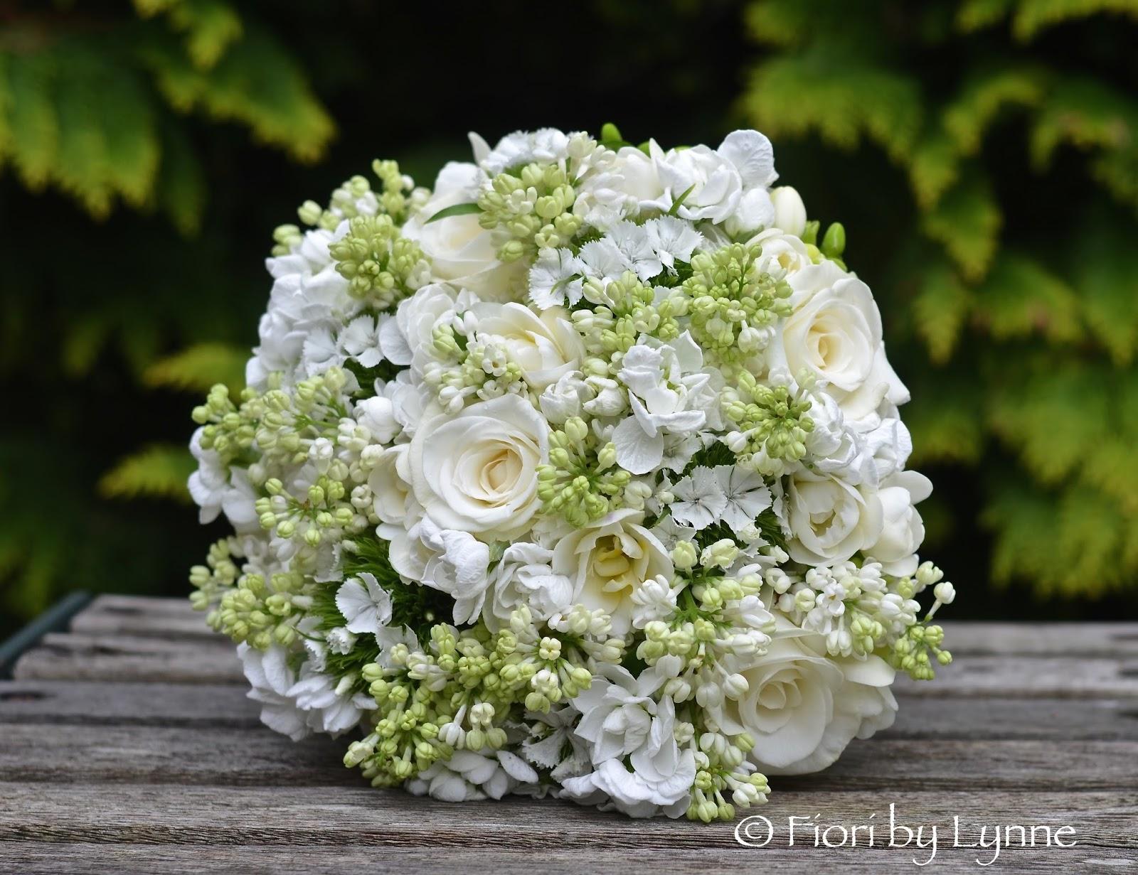 Wedding Flowers Blog: Harriett's Spring Wedding Flowers