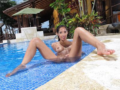 InTheCrack 1045 Chloe Amour Full Size XXX Imageset
