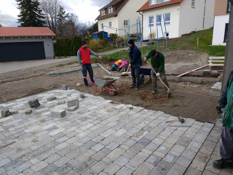 Extrem Wir bauen ein Hauser-Massivhaus: Eingang pflastern AH92