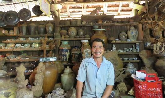 Gia Lai: Choáng với kho cổ vật trị giá triệu đô của anh nông dân giữa đại ngàn