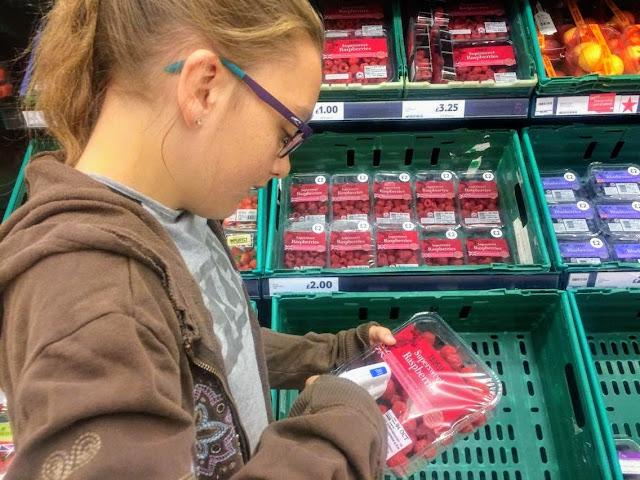 self scan, supermarket, raspberries,  #shop #cbias