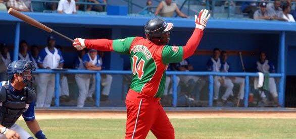 La pelota cubana, así, alicaída como anda (más allá de los alaridos y desmemorias que provocan los play off) necesita de peloteros como Pedroso