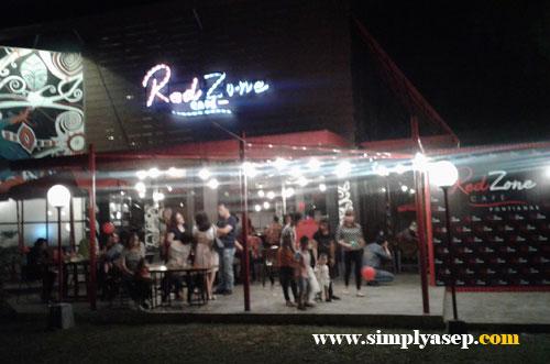 MEGAH : RedZone Cafe Pontianak terletak di dalam kawasan Musium Negeri Kalimantan Barat.  Foto Asep Haryono