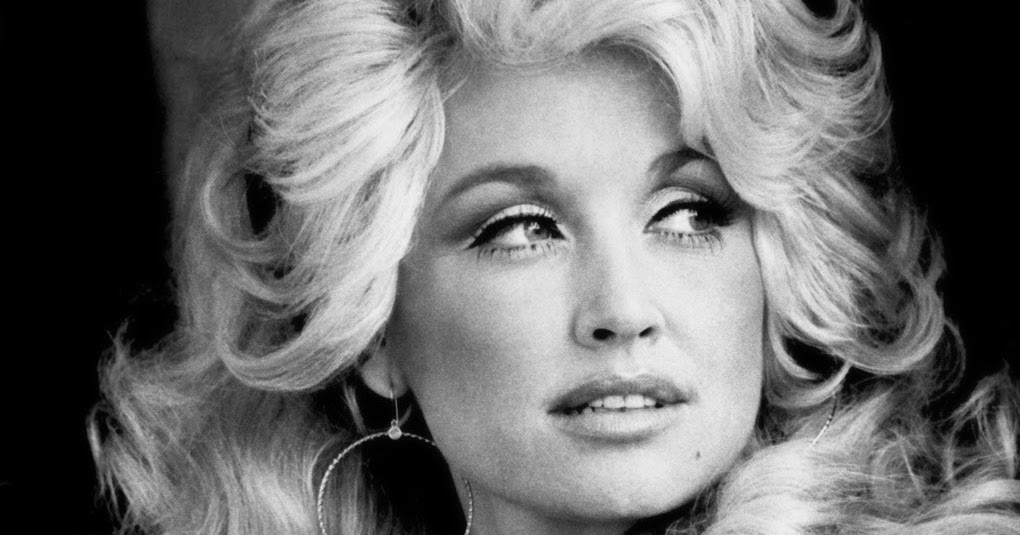 f2396bbe3e3b 20 Beautiful Portrait Photos of Dolly Parton in the 1970s