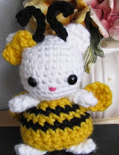 http://translate.google.es/translate?hl=es&sl=en&tl=es&u=http%3A%2F%2Fes.scribd.com%2Fdoc%2F46626568%2FAmigurumi-Bumble-Bee-Kitty