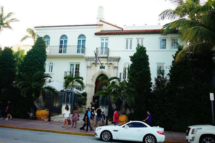 Art deco walk around Miami