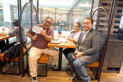 Carlo Olano and Emma Villarente with Ding Qua Qua's Robert Neil Garces