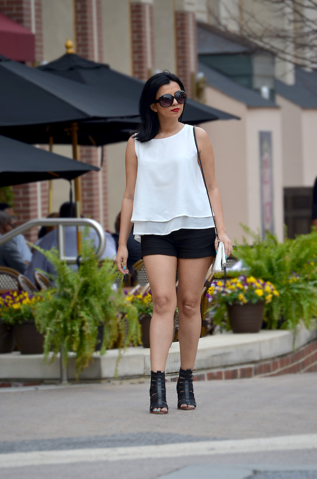 Black And White- Mari Estilo- Look of the day-Short negro- blusa blanca- moda el salvador, latina bloggers- dc blogger- ArmandHugon