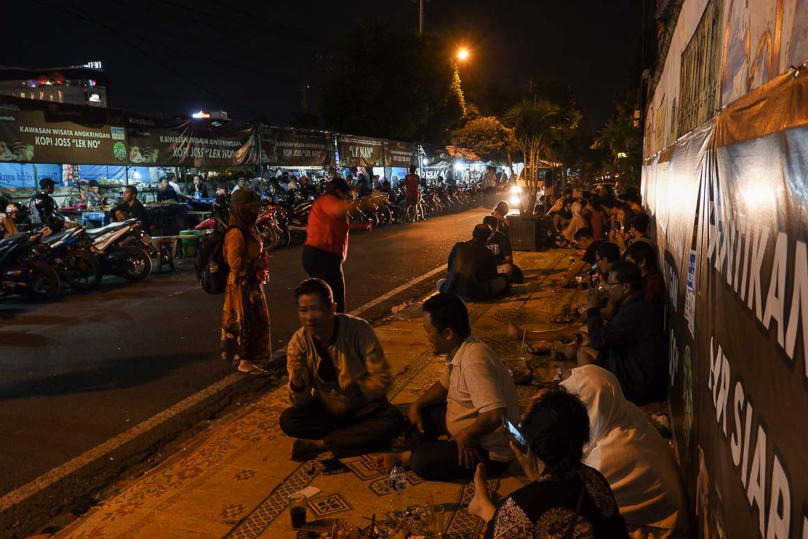 Sabtu malam di Jalan Wongsodirdjan.