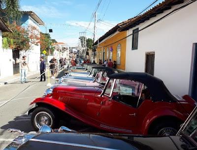 21 MPs estacionados no centro de Santana de Parnaíba.