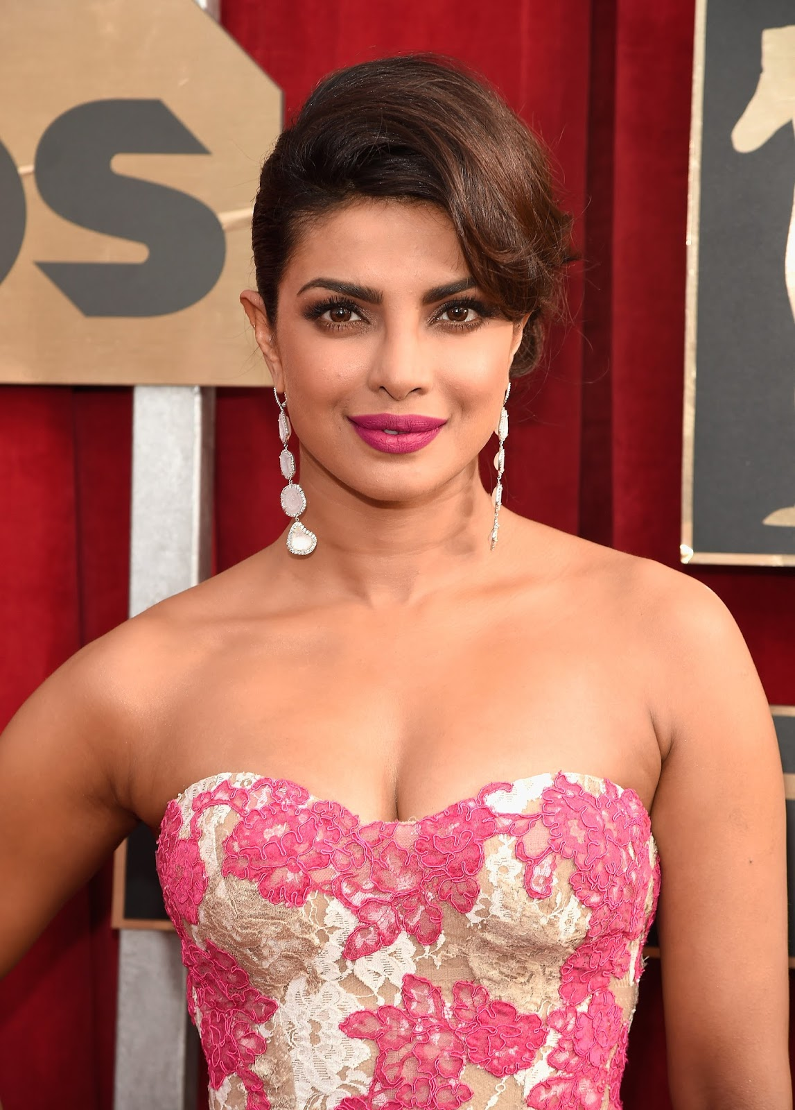 Actress Priyanka Chopra Hot And Spicy At Oscars 2016 -7075