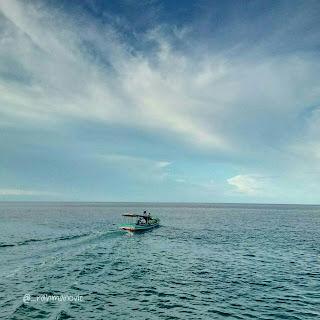 laut dan langit biru
