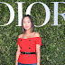 Aimee Song posa para fotos no lançamento da exibição 'Christian Dior, couturier du rêve' comemorando 70 anos de criação, em Paris, França – 03/07/2017