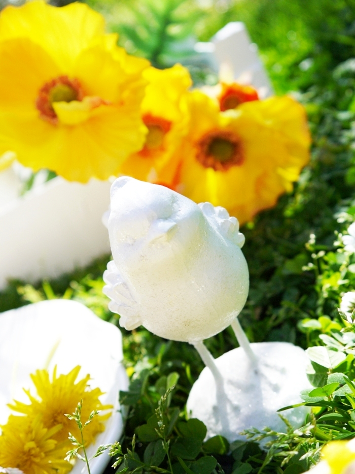Easter Party Ideas | Yellow & White Daisy Inspired Spring Tablescape - BirdsParty.com