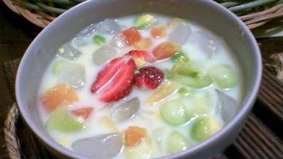 sop buah segar dalam mangkuk