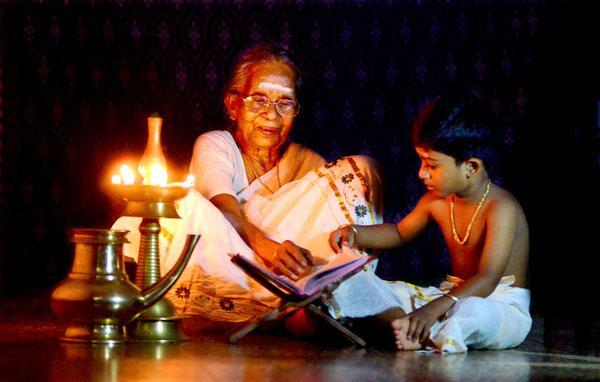 Thunchathu Ezhuthachan's Adhyathma Ramayanam: Thunjathu