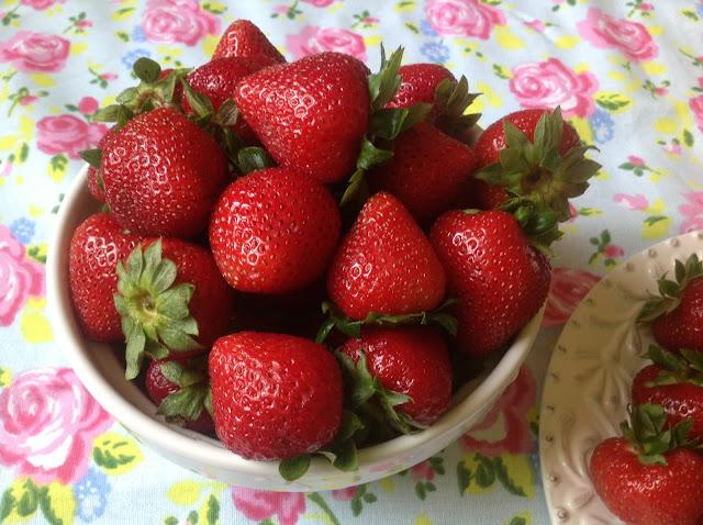 ripe summer strawberries www.realfoodblogger.com