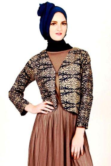 Model Blazer Batik Wanita Muslimah Modern