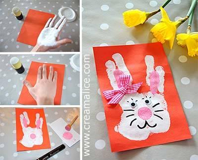 Conejo de Pascua manualdad con la huella de la mano