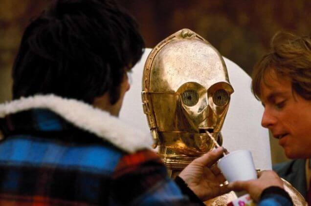 60 Iconic Behind-The-Scenes Pictures Of Actors That Underline The Difference Between Movies And Reality - I hope that's not oil for C3PO.