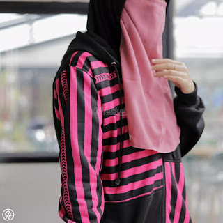 """Detail Produk  ▶️ Ukuran : ALL SIZE FIT TO L  ▶️ Material : Premium Fleece yang """"SOFT TOUCH"""" langsung dari pabrik pengolah kain berpengalaman  ▶️ Proses : Dibuat Handmade dengan penjahit terbaik yang berpengalaman lebih dari 5 tahun  ▶️ Printing Berkualitas  ▶️ Bukan sekedar fashion. Namun menguatkan """"JATI DIRI / IDENTITAS"""" Hijaber yang modis dan stylish"""