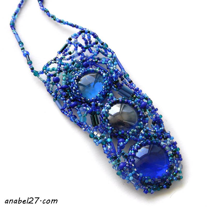 Синий кулон из бисера купить украшения из бисера фриформ бохо