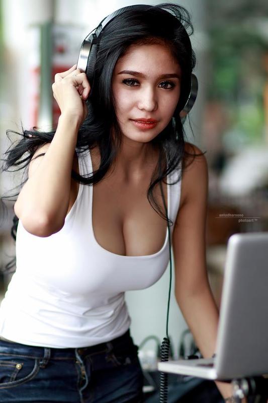 merilyn-torrent-indo-hot-girl-photos-jumping