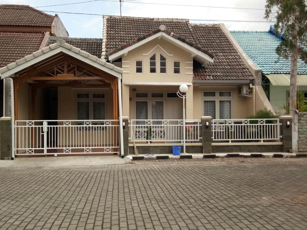 Guest House Ini Memiliki Ruang Keluarga Yang Leluasa Cocok Untuk Anda Bersama Rombongan Kecil Antara 4 Sampai Dengan 8 Orang Type Bed 160