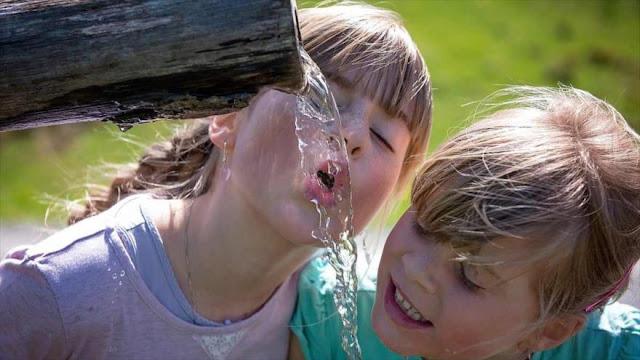 ¿Por qué no hay que beber ocho vasos de agua al día?