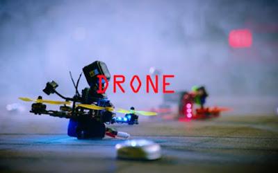 Η κούρσα δύο drone μέσα από εμπόδια