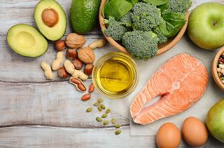"""<img src=""""proteínas-y-grasas.jpg"""" alt=""""consume estos alimentos para que ayudes a tu cuerpo a regular la grasa que almacena"""">"""