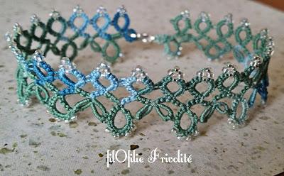 bracelet en frivolité avec petits anneaux roulottés, adapté d'une bordure de Nellie Ellison, avec fil en coton et rocailles Miyuki