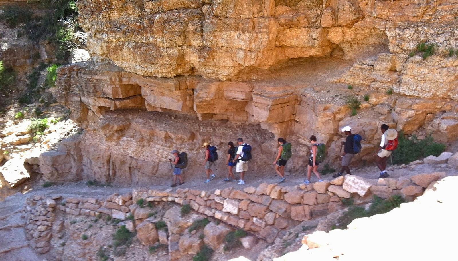Traveler Guide: Grand Canyon Hike, Arizona
